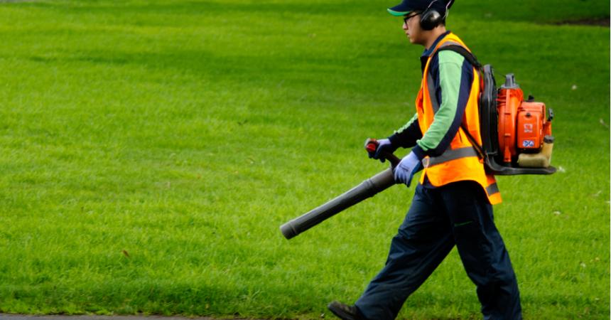 landscaping-leaf-blower