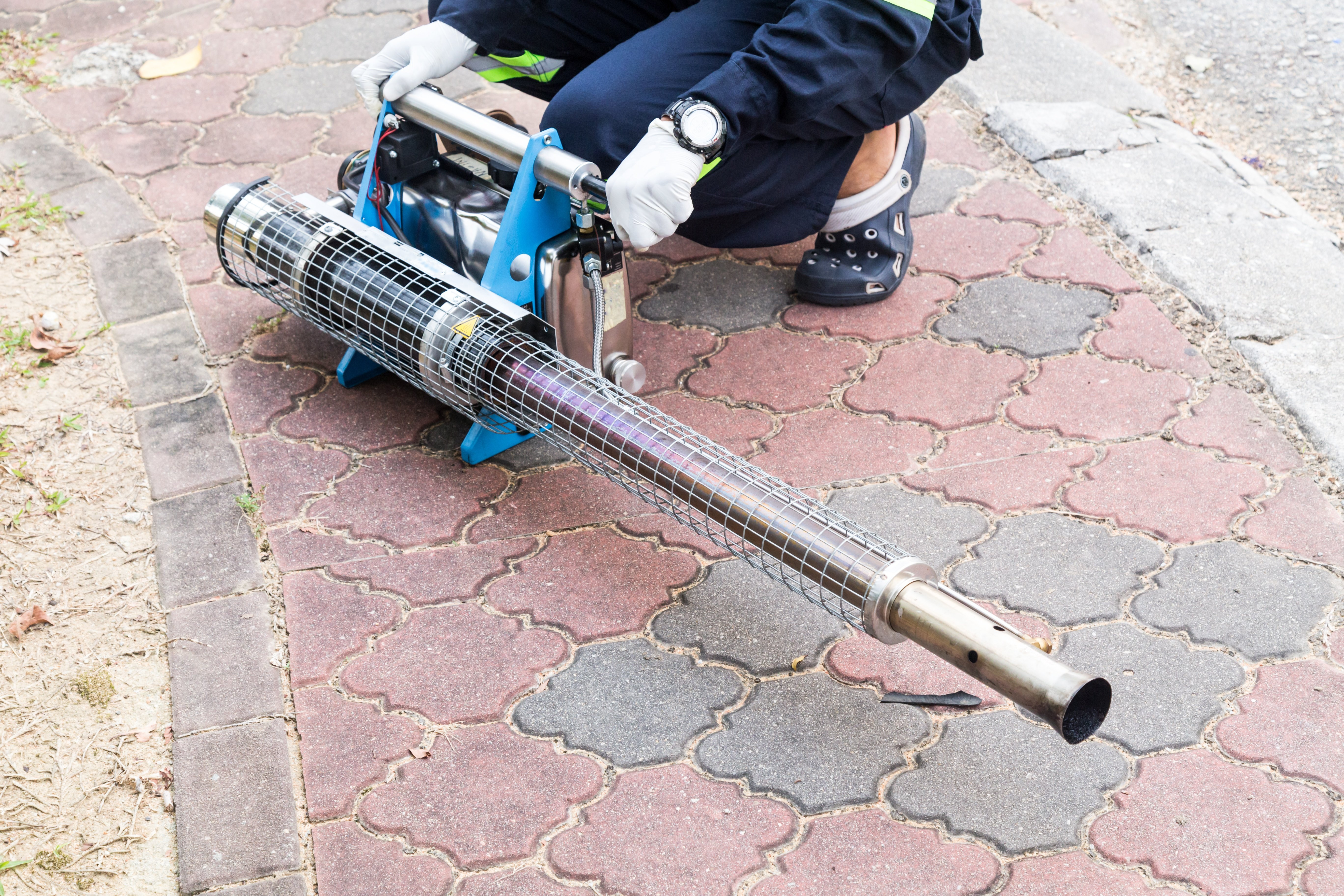 photodune-18742626-worker-preparing-machine-to-fog-with-insecticides-to-kill-aedes-xl