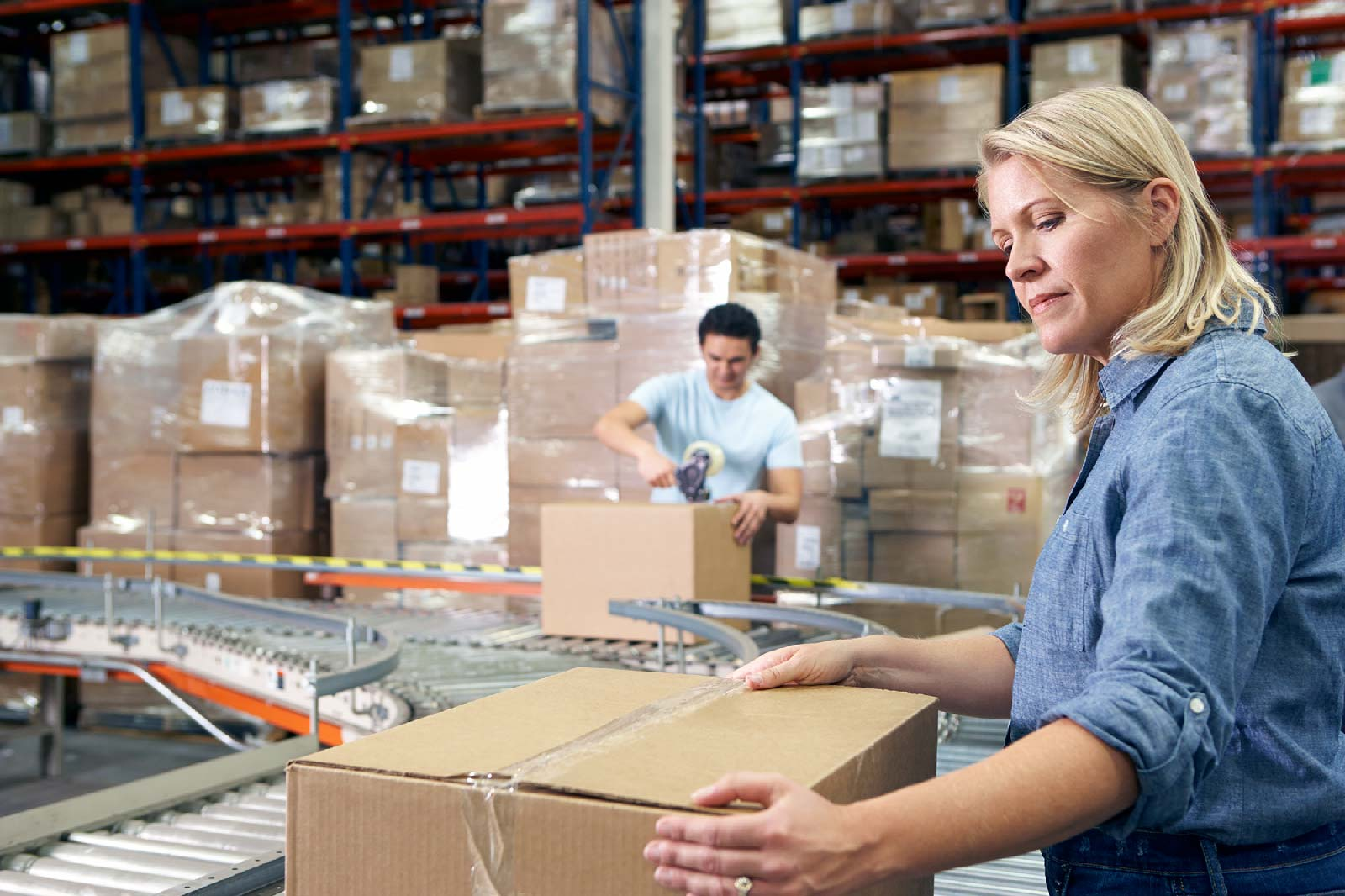 workers-in-distribution-warehouse